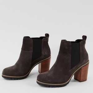 NWOT Crevo Alicia Gray Leather Heeled Ankle Boot